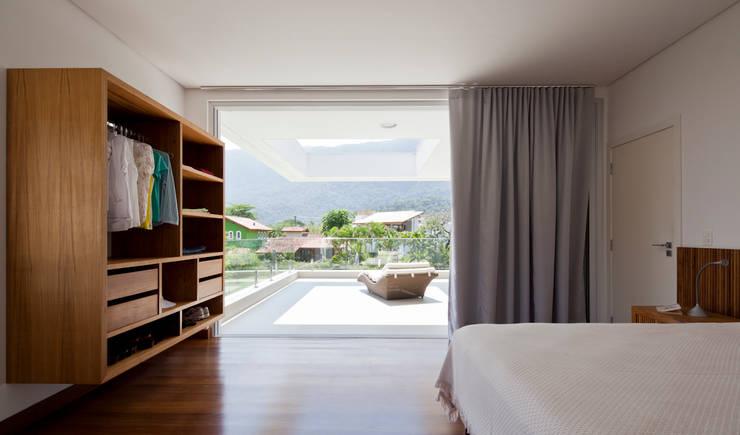 modern Bedroom by Conrado Ceravolo Arquitetos