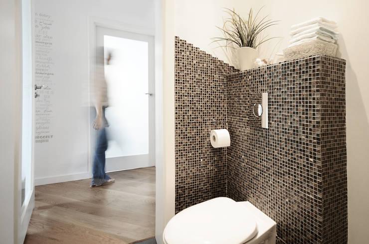 Mieszkanie? Naturalnie! - łazienka: styl , w kategorii Łazienka zaprojektowany przez IDeALS | interior design and living store