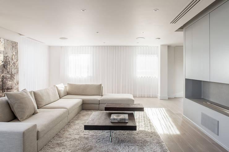 غرفة المعيشة تنفيذ Francesco Pierazzi Architects