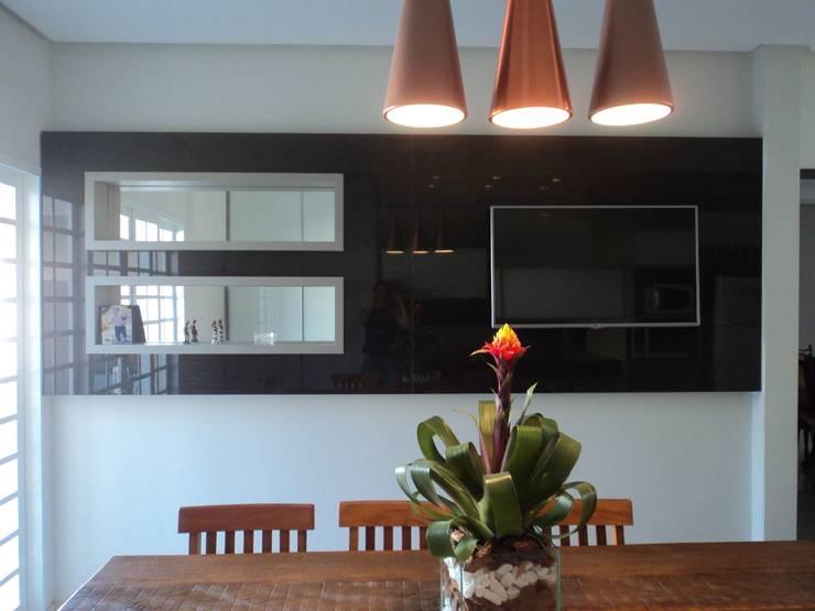Painel de TV - Espaço Gourmet: Cozinhas  por Edifique Arquitetura & Interiores,Moderno
