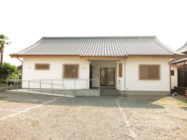 Salas de conferencias de estilo  por 福井建築設計室, Clásico