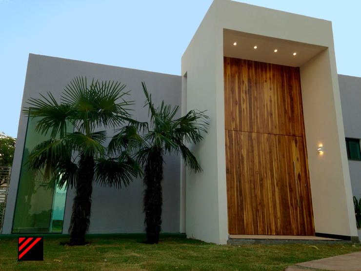Casa Moderna: Casas  por Fazzioni,