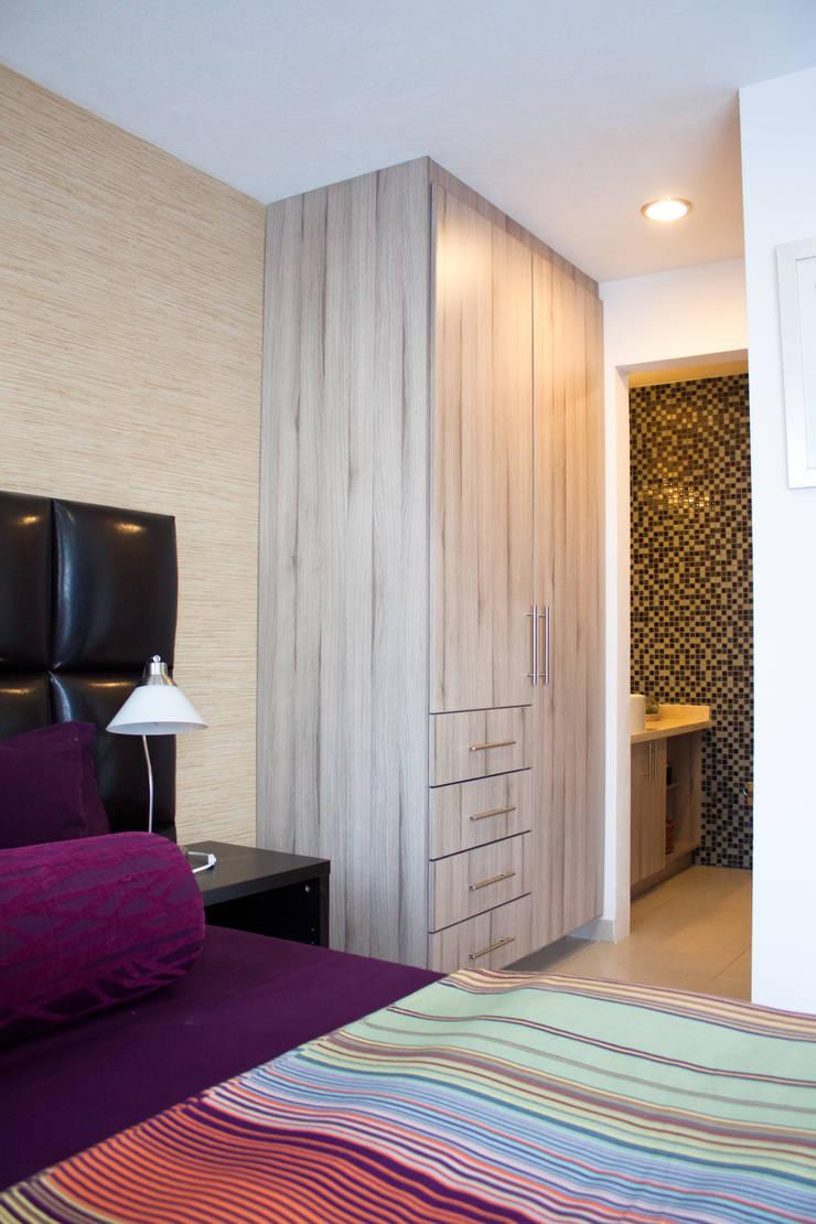 Closets: Vestidores y closets de estilo  por Avianda Kitchen Design