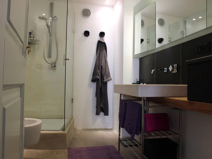 Bathroom by Ossigeno Architettura