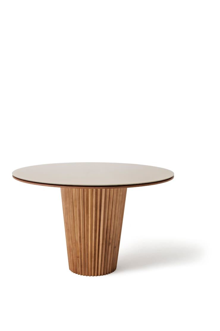 Mesa de Jantar | Linha Lara: Sala de jantar  por estudiobola