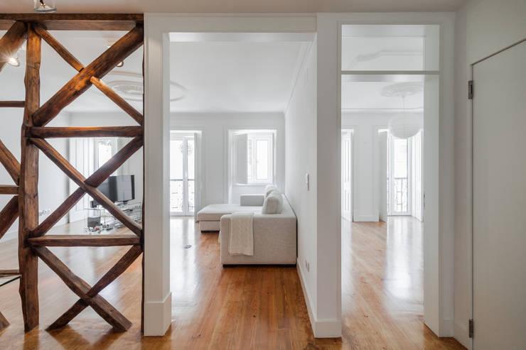 Salas / recibidores de estilo  por Vanessa Santos Silva | Arquiteta