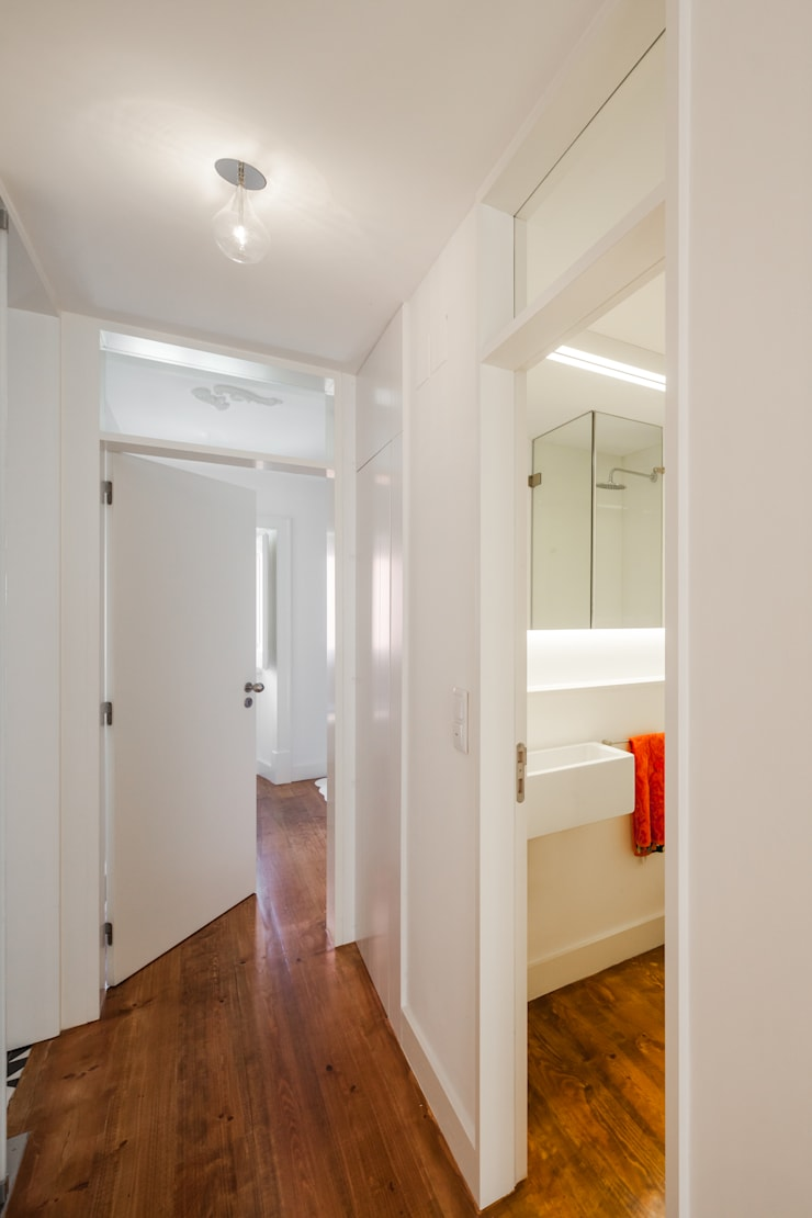 Pasillos, vestíbulos y escaleras de estilo minimalista de Vanessa Santos Silva | Arquiteta Minimalista