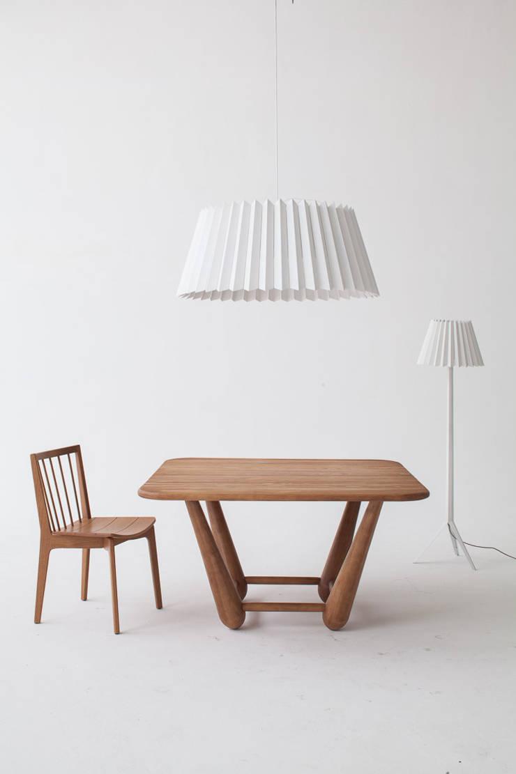 Mesa de Jantar Duda: Sala de jantar  por estudiobola