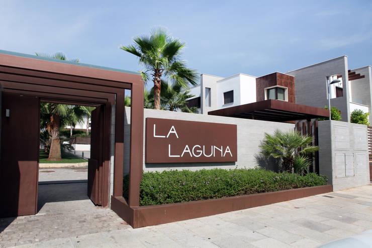 La Laguna: Casas de estilo moderno de CASTELLO ARQUITECTURA