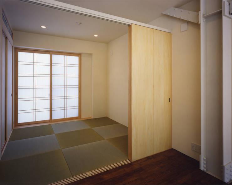 京都 伏見の家: boston-5が手掛けたリビングです。,