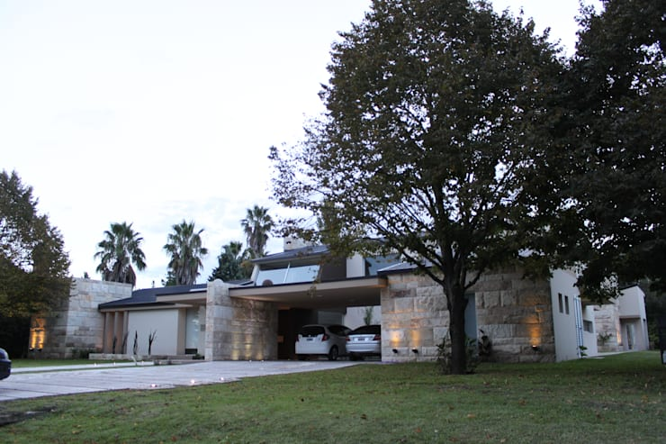 vivenda unifamilar MORENO: Casas de estilo  por cm espacio & arquitectura srl