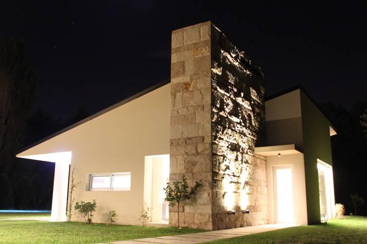 modern Houses by cm espacio & arquitectura srl