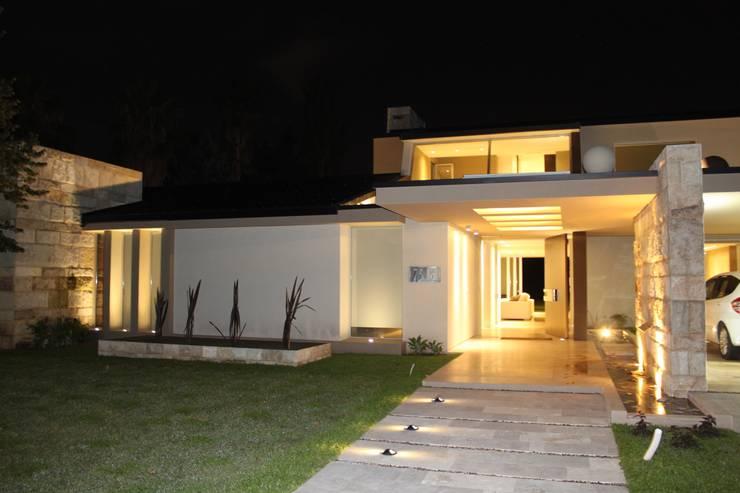 Fenêtres de style  par cm espacio & arquitectura srl