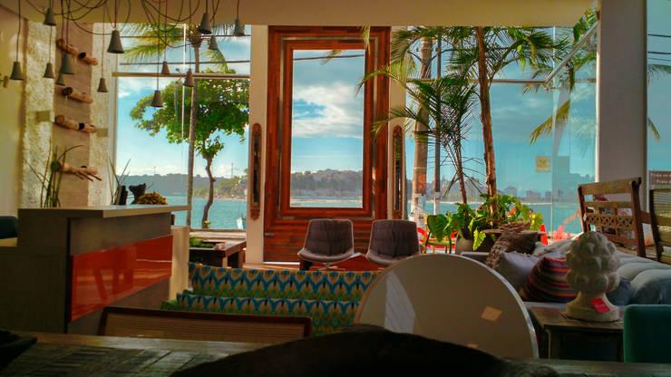 Vista da Baía do Pontal: Edifícios comerciais  por Simone Flores Arquitetos & Associados