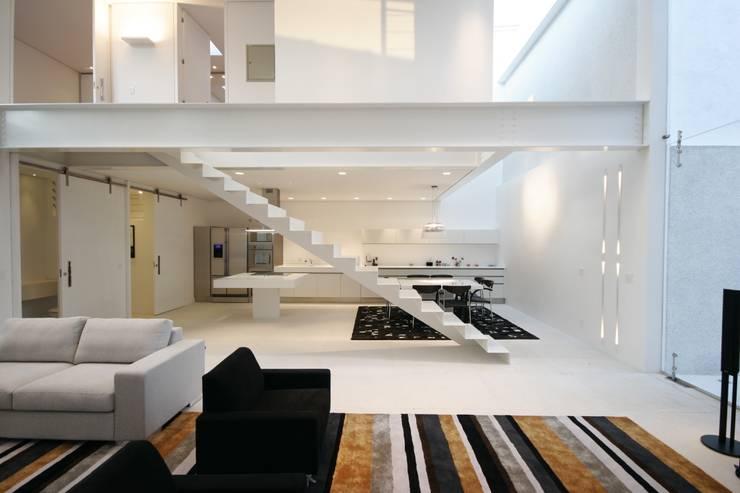 PROJETO DE RESIDÊNCIA NO BROOKLIN: Cozinhas  por Zanettini Arquitetura Planejamento e Consultoria Ltda