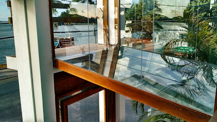 Passarela contemplativa: Edifícios comerciais  por Simone Flores Arquitetos & Associados