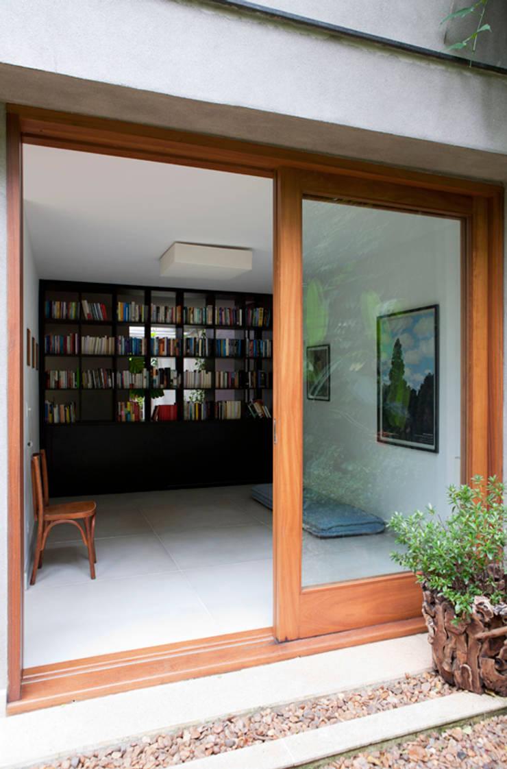 Casa Santa Cristina: Terraços  por Bruschini Arquitetura
