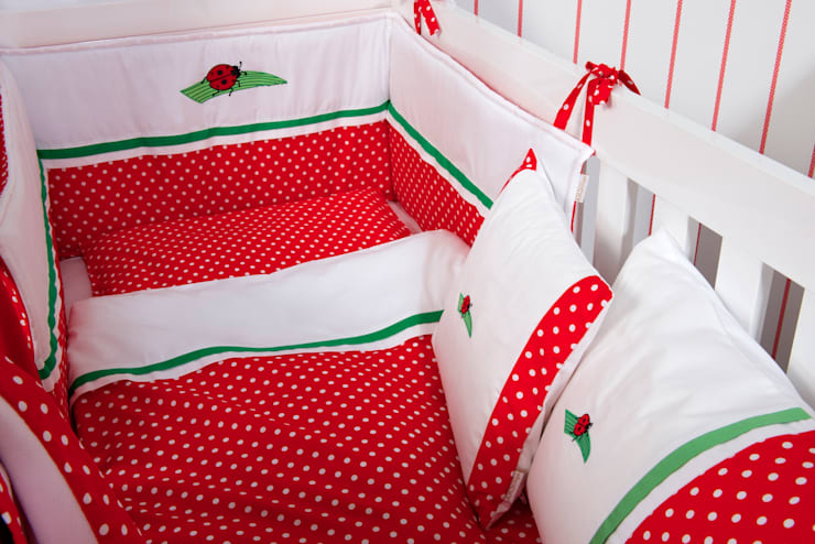 Stanza dei bambini in stile  di Kidsroomstyle/KRS-Design