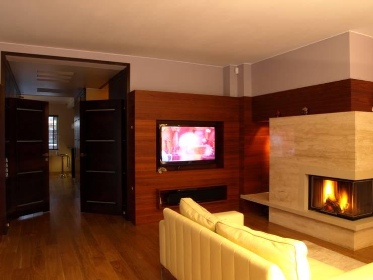 Dom w Gdyni: styl , w kategorii Salon zaprojektowany przez Grafick sp. z o. o.