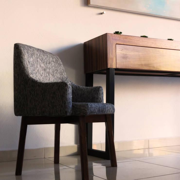 Silla : Sala multimedia de estilo  por Diseñería 72ocho10