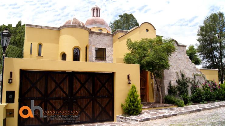 eclectic Houses by AH Arquitectos Hernandez