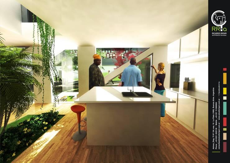 Casa Kn68: Cocinas a medida  de estilo  por Rr+a  bureau de arquitectos