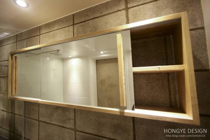 인더스트리얼 느낌의 30평 아파트 인테리어: 홍예디자인의  욕실