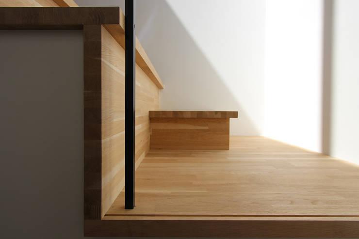 階段: 今津修平/株式会社MuFFが手掛けた廊下 & 玄関です。