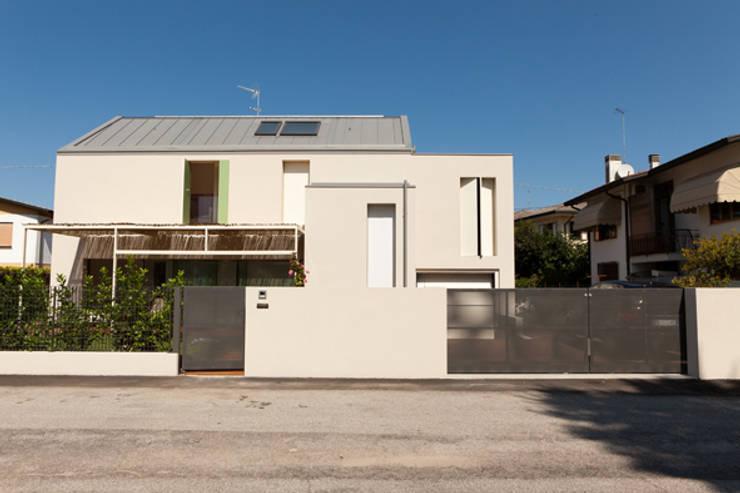 Maisons de style  par Bongiana Architetture, Minimaliste