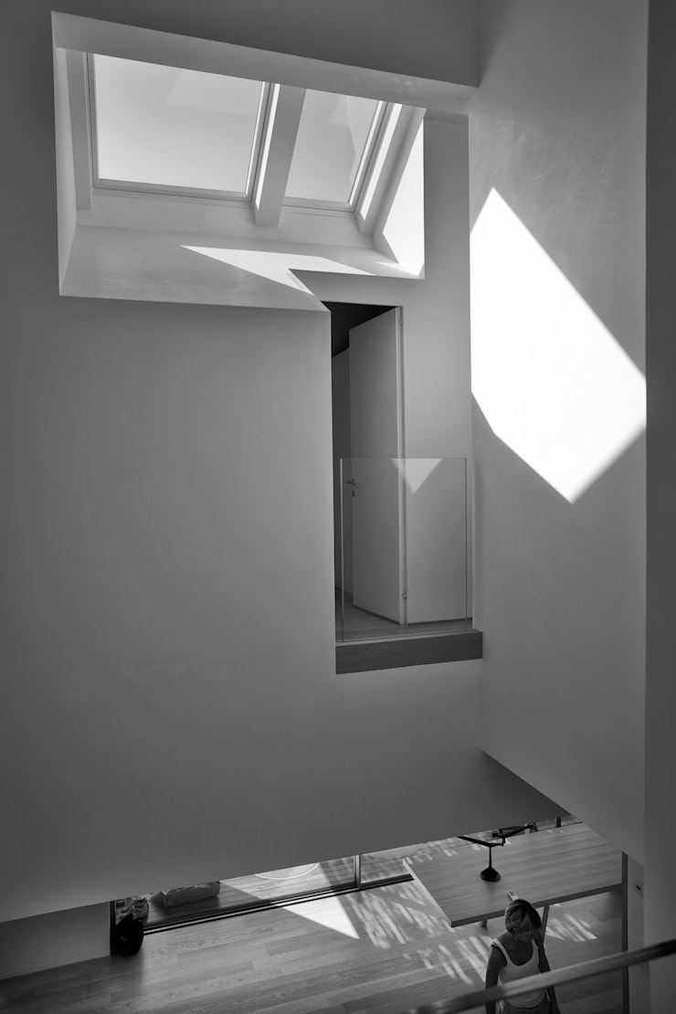 Couloir et hall d'entrée de style  par Bongiana Architetture, Minimaliste