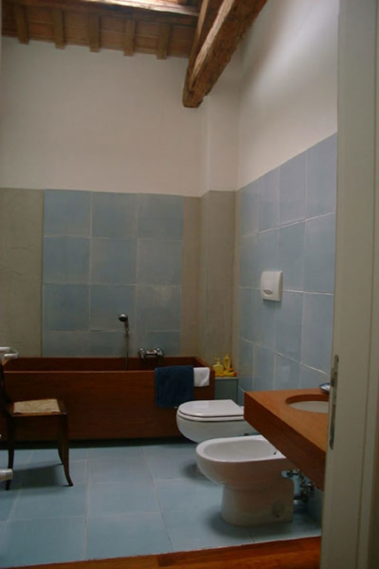 Salle de bains de style  par Bongiana Architetture, Moderne
