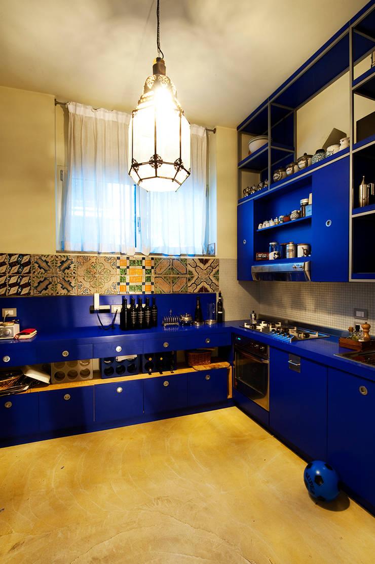 Cuisine de style  par Bongiana Architetture, Moderne