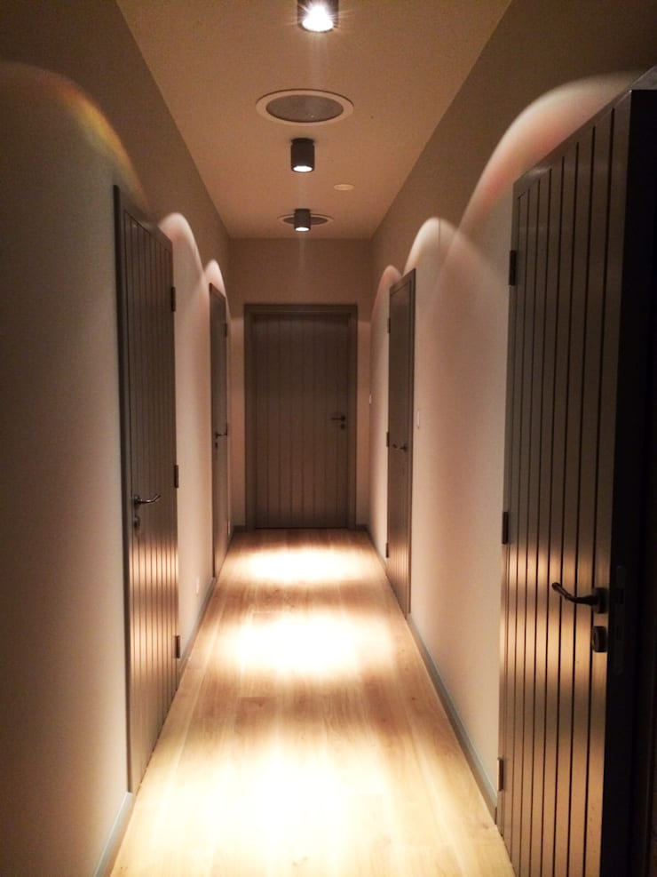 Dom : styl , w kategorii Korytarz, przedpokój zaprojektowany przez modern studio architektury maciej rempalski,
