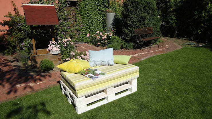 ausklappbare Gartenliege aus Paletten:   von WOHNIDEEN Lebedies,Mediterran