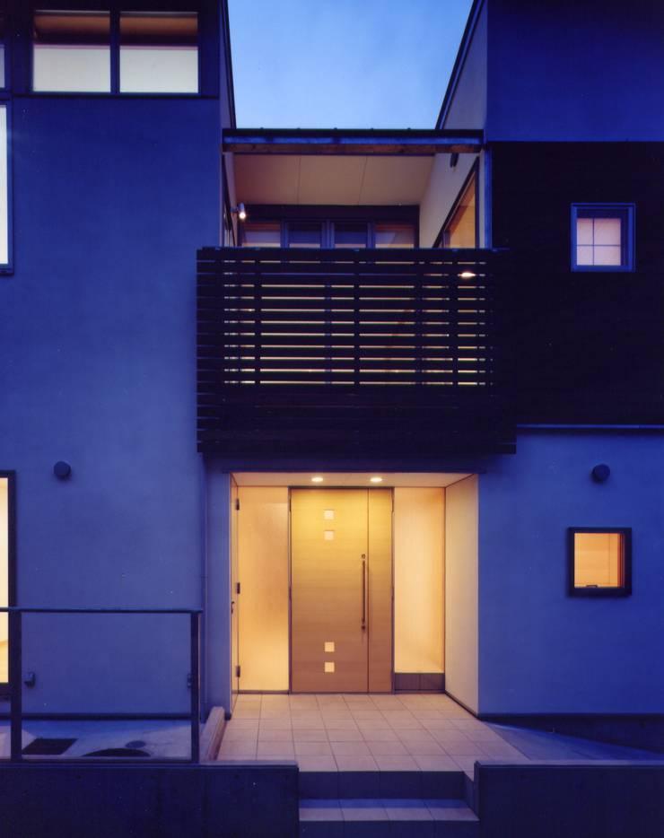 Maisons modernes par 池野健建築設計室 Moderne