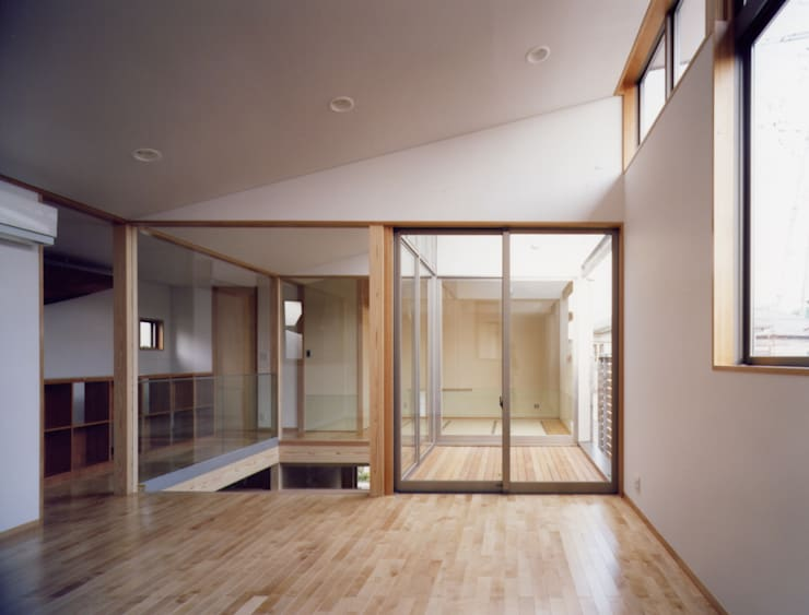Salon moderne par 池野健建築設計室 Moderne