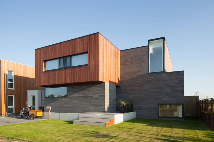 Casas modernas por De Zwarte Hond