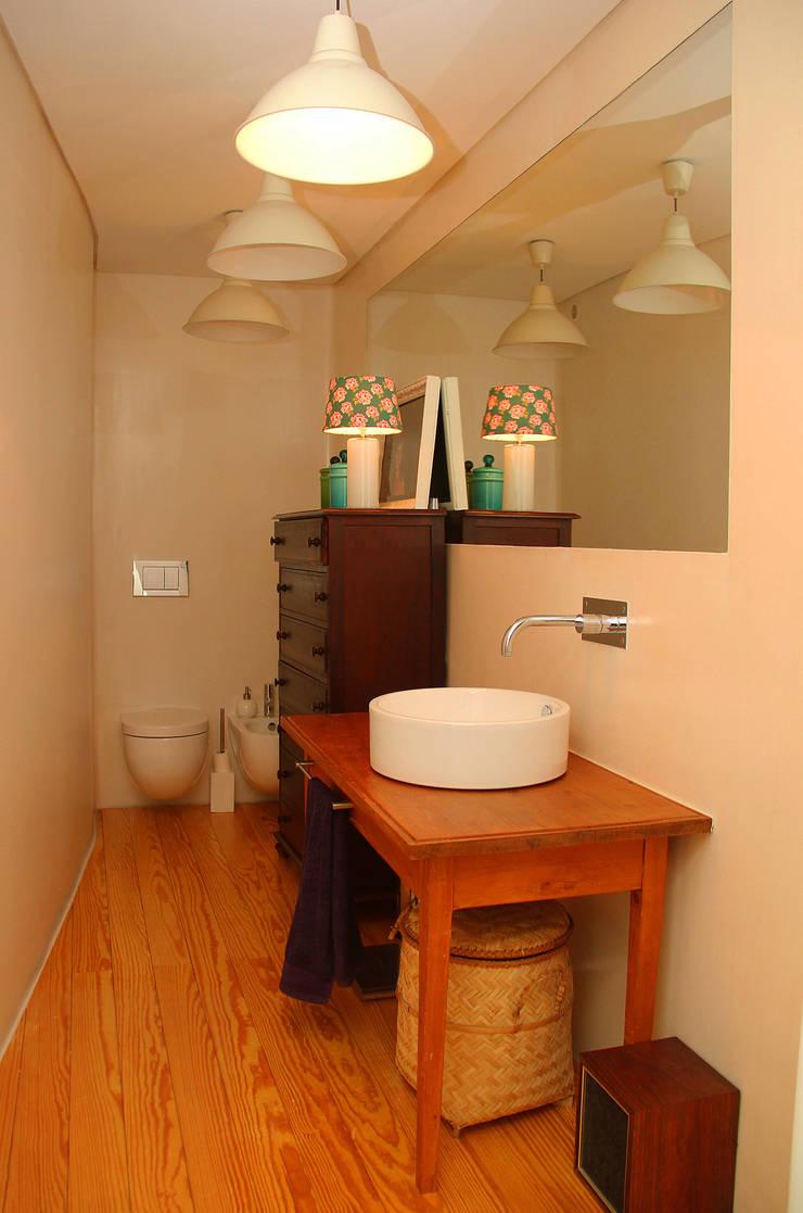 T3 em Massarelos: Casas de banho  por MOOPI - Arch + Interiors