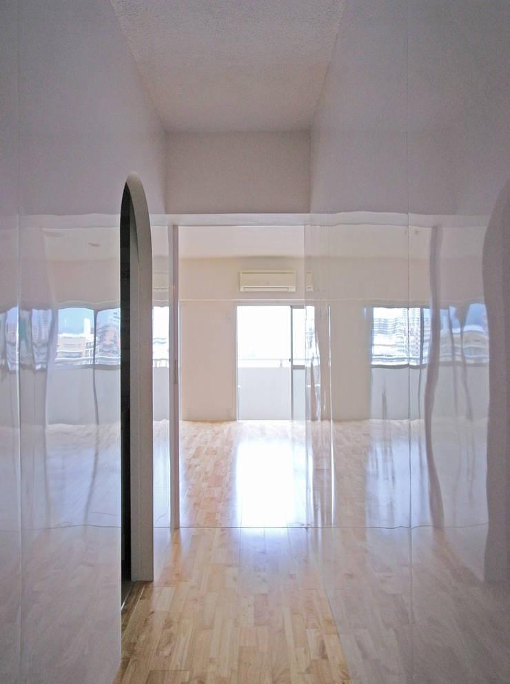 西葛西のリノベーション : 高田博章建築設計が手掛けた廊下 & 玄関です。,