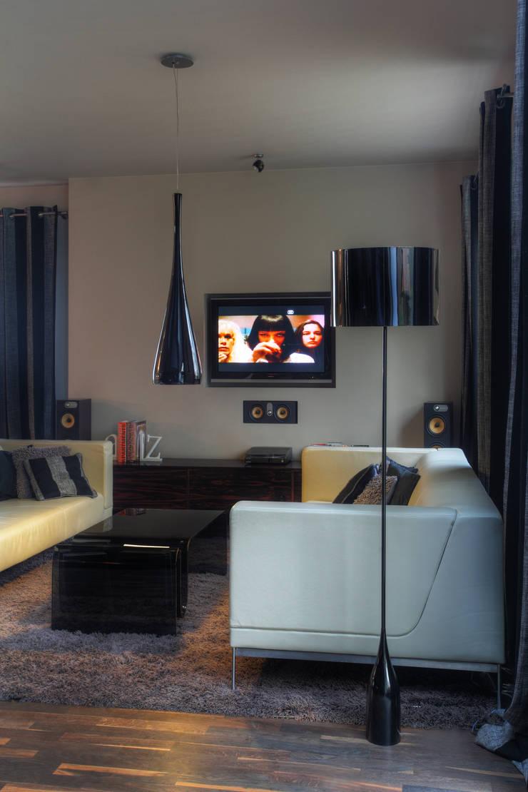 Dom w Pruszowicach : styl , w kategorii Salon zaprojektowany przez Jeżewska & Zakrawacz