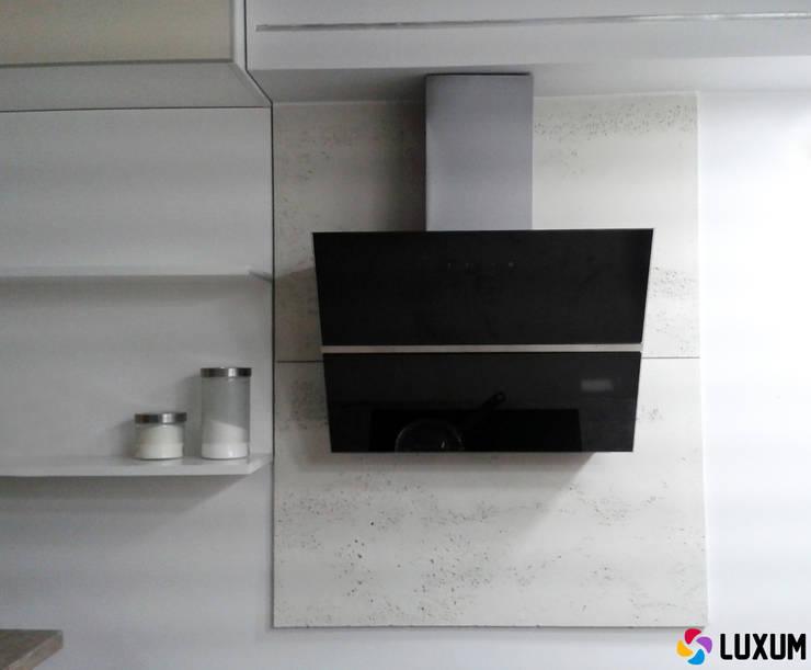Beton architektoniczny w kuchni: styl , w kategorii Kuchnia zaprojektowany przez Luxum