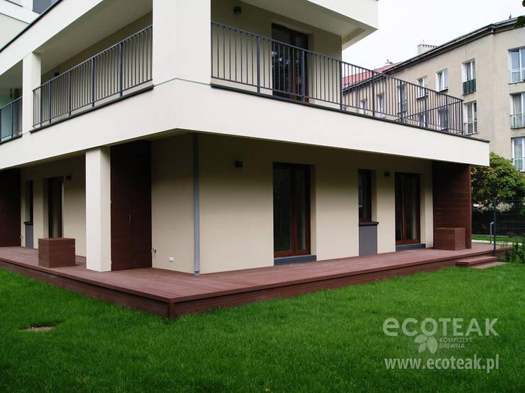 Taras, balkony i zabudowy wnęk – EcoTeak / miedziany brąz: styl , w kategorii  zaprojektowany przez EcoTeak Kompozyt Drewa,