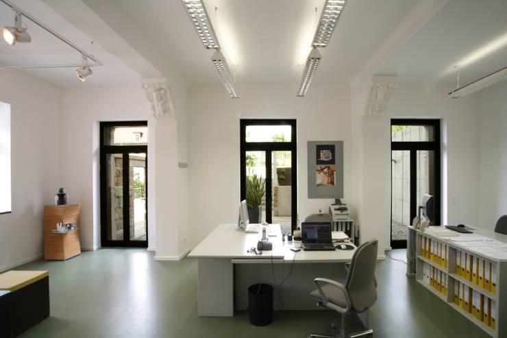 Büroräume im Erdgeschoss:  Arbeitszimmer von Planungsring Ressel GmbH