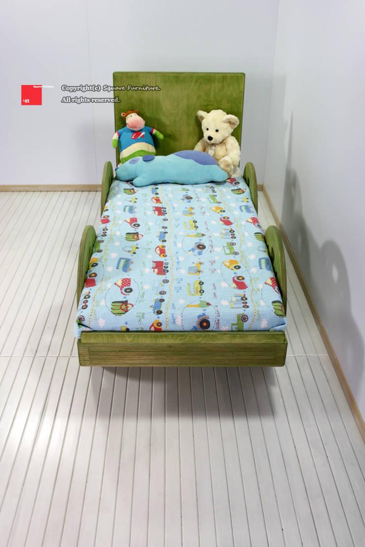 자작나무 원목 아동침대: square furniture의  아이 방