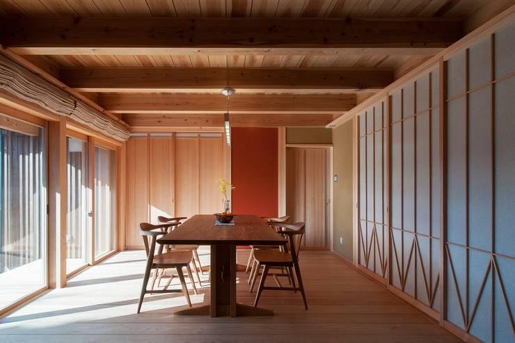 リビング、ダイニングのスペース2: shu建築設計事務所が手掛けたダイニングです。
