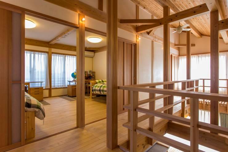Nursery/kid's room by shu建築設計事務所, Classic