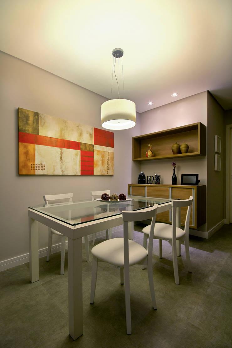 Apartamento Sumaré – SP: Salas de jantar  por Juliana Conforto