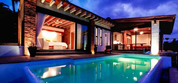 Villa Guadalupe: Albercas de estilo  por Caja de Diseño