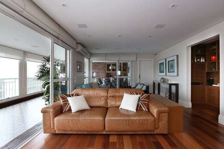 Salas / recibidores de estilo  por Danielle Tassi Arquitetura e Interiores,