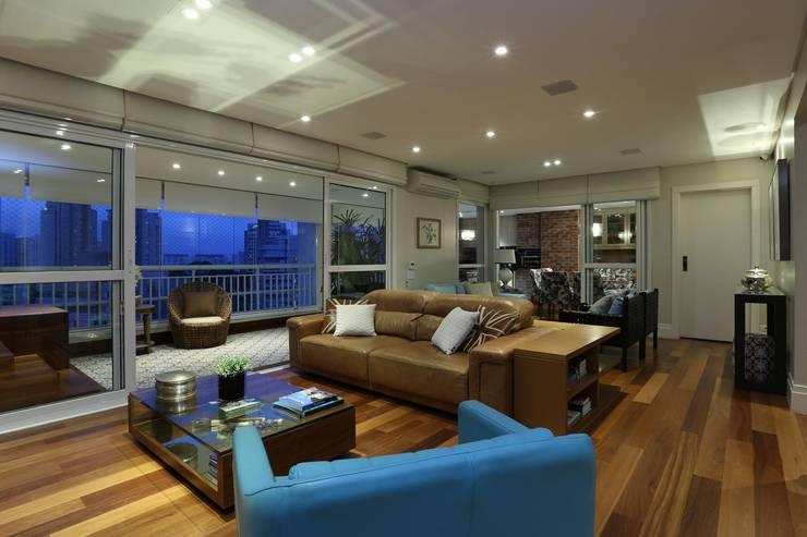Living room by Danielle Tassi Arquitetura e Interiores